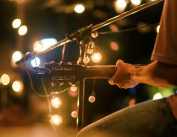 live music guitar bar